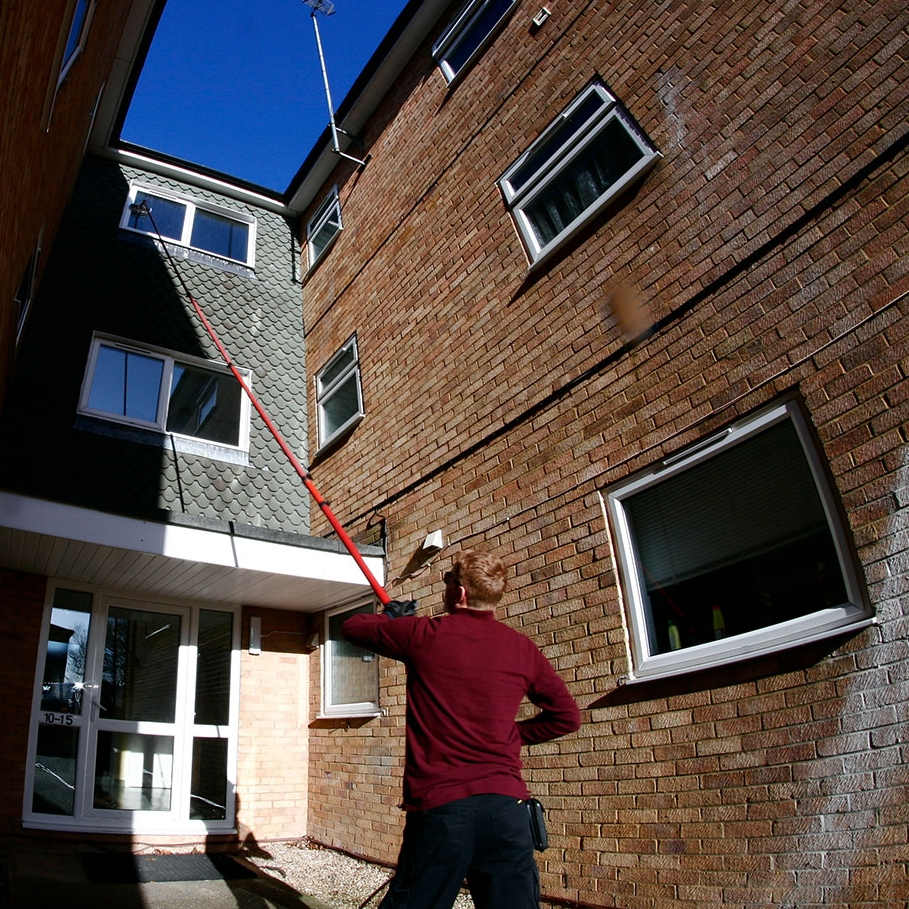 reach-and-wash-window-cleaning.jpg