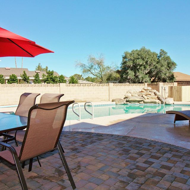 Newest Client Home Added To Airbnb! Summertime relaxation & drinks poolside. Hosted by @scottsdalehouses @scottsdalebachparty #investeprenuer #AgentK #realtor #invest #remodel #openconcept #renovation #home #homedecor #modern #luxurylifestyle #luxurious #floor #demo #homebuyers #luxuryrealestate #realestate #house #southscottsdale #industrialdesign #kitchen #oldtownscottsdale #kitchendesign #buyersagent #firsttimehomebuyer  #uniquedesign #homedesign #interiordesign #hustle #hgtv