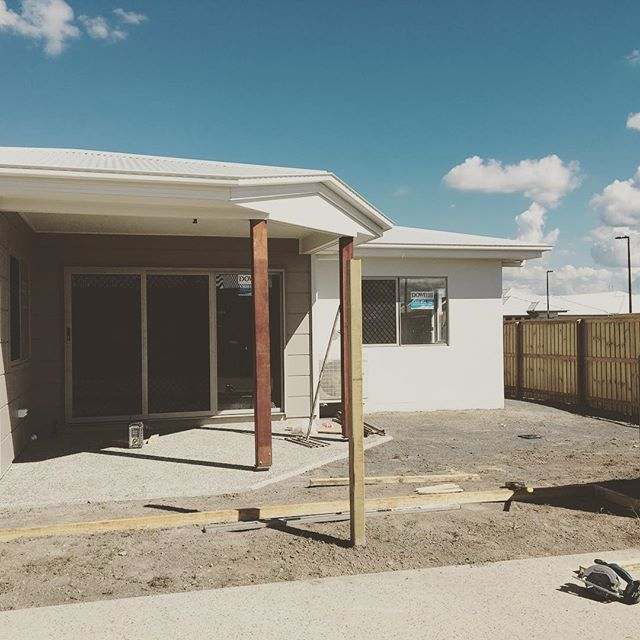 It's time to get EXCITED when the landscaping and fencing is going in 🌿🔨 Almost time to receive the 🔑 to your NEW home 👊🏻 +++++++++++++++++ Buying your First Home? Building for the First time? Looking for finance that suits YOU? Hit us up. We are here to help. We love the Sunshine Coast, the people and the community ☀️ #firsthomebuyer  #firsthometogether  #firsthomeowner  #fhoschoolsc