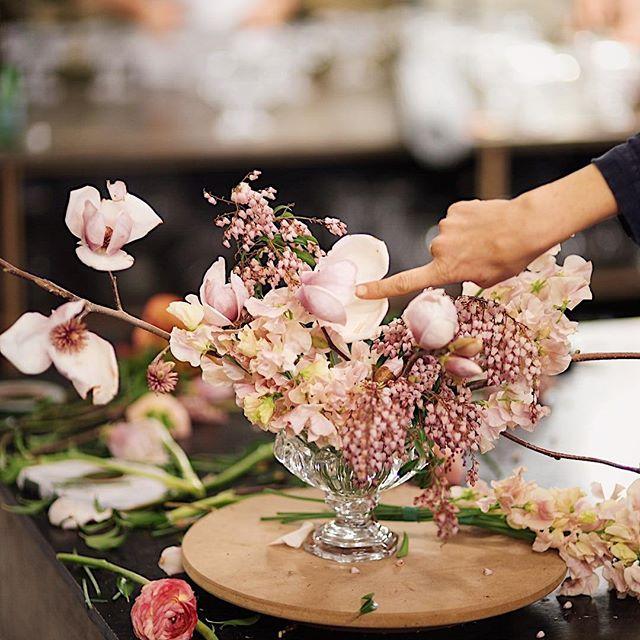 The making of @jardinebotanic table arrangement with #nofloralfoam #floralmasterclasssydney @alexcarlyle