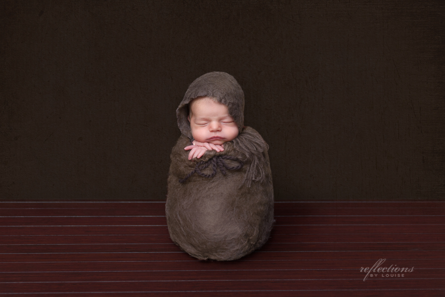 carlingford newborn photographer, oatlands baby photographer, newborn safety, photoshop tutorial, baby in a sack, anne geddes style baby photography