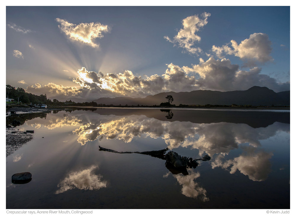 Crepuscular rays, Aorere River Mouth, Collingwood.jpg
