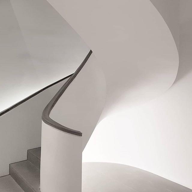 Thanks @DiorParfums 🙏 #MaisonChristianDior . . . . #minimalmood #minimal_perfection #minimalism #minimalart #minimalove #ig_minimalist #loves_minimalism #supermegamasterpics_minimal #minimalexperience #paradiseofminimal #creativeminimalism #ArchiMinimal