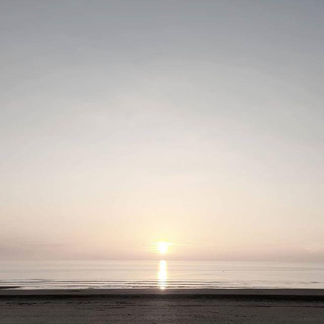 🌅 #letouquet #sunset 😍 . . . #sun #sunset_ig #sunset_pics #instabeach #sky #sea #beach #instasky #sunset_madness #sunset_hunter #horizon #calm #sunsetlovers