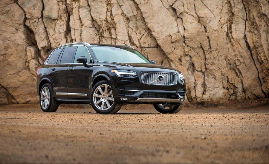 2018-volvo-xc90-in-depth-model-review-car-and-driver-photo-691984-s-original (1).jpg
