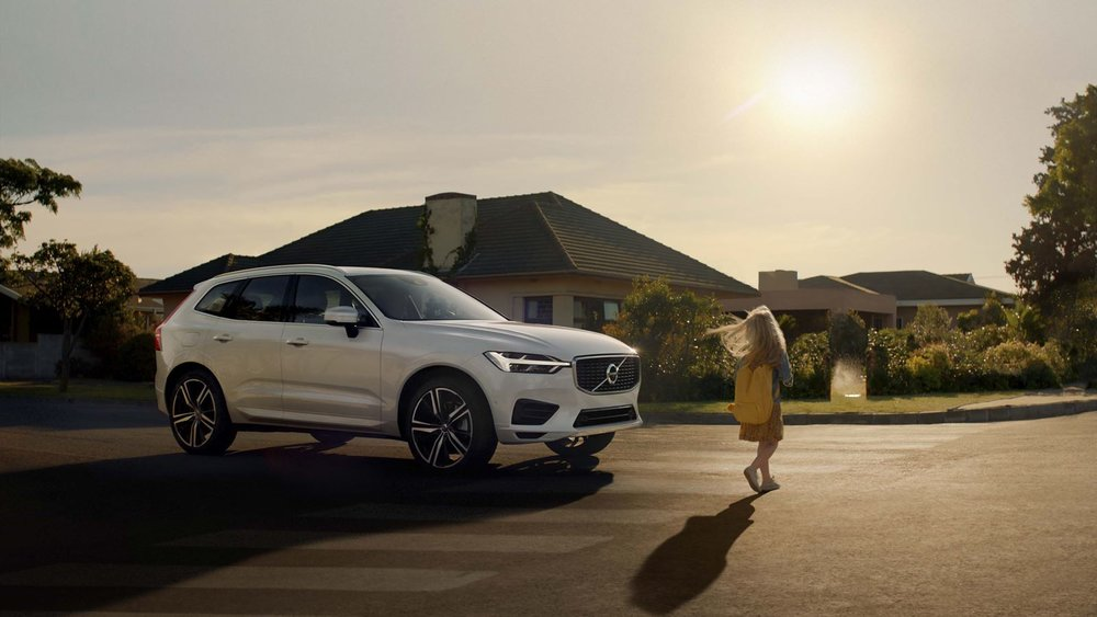 volvo-xc60-exterior-right-side-front-view-v1.jpg