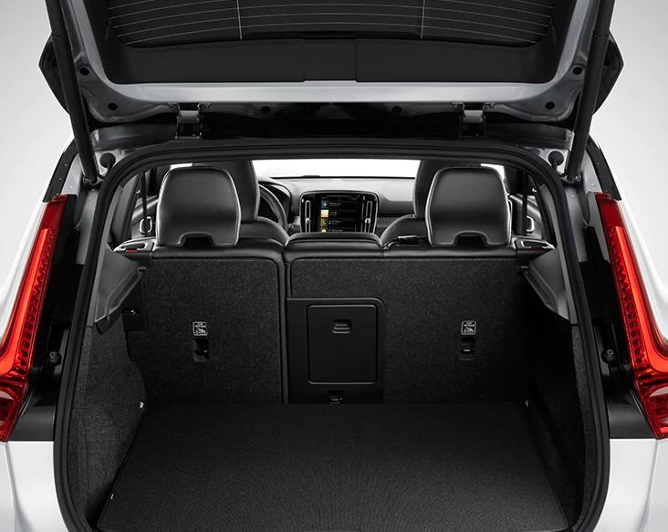 Reversible textile cargo compartment mat