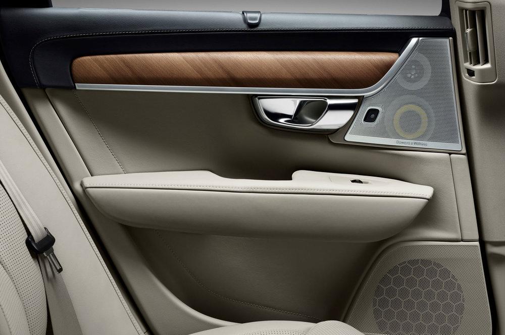 2017-Volvo-S90-interior-rear-seat-door-panel.jpg