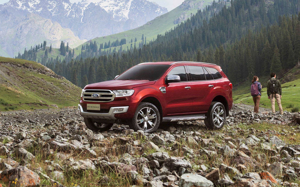 distance view Ford Everest Titanium 2017.jpg
