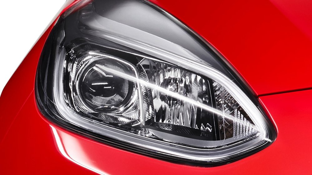ford-fiesta_st_line-eu-3_FIE_M_L_40686_Headlight_Closeup-16x9-2160x1215.jpg.renditions.extra-large.jpeg