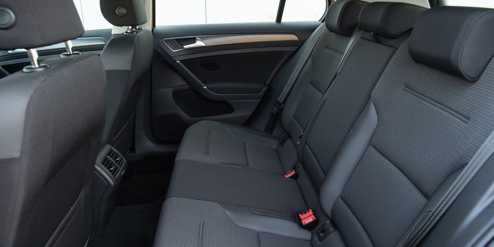 Volkswagen-Golf-back-seat.jpg