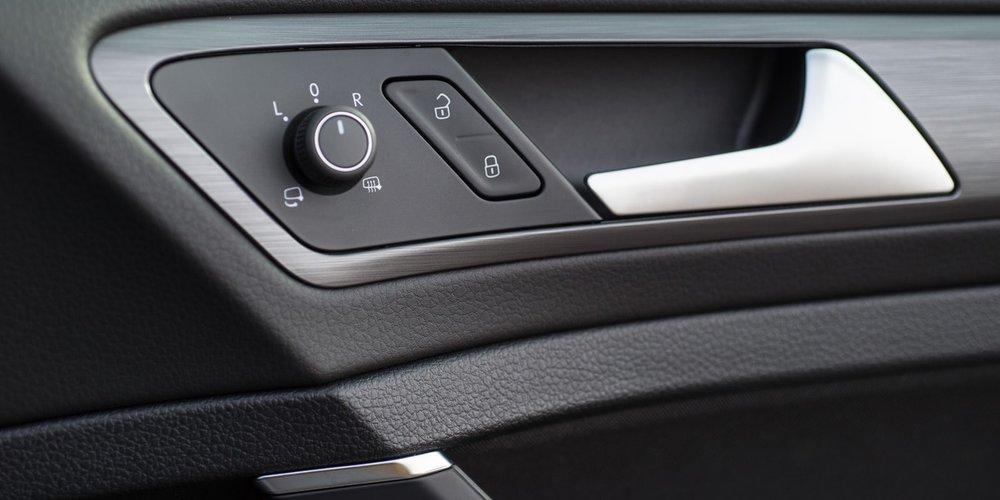 Volkswagen-Golf-19.jpg