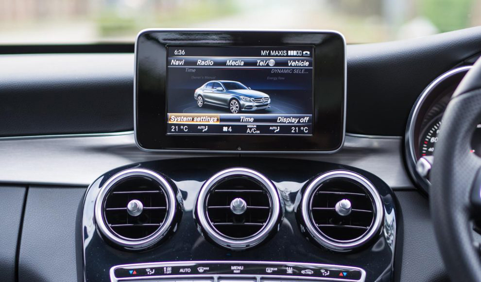 2017-Mercedes-Benz-C350e-Review-9-990x660.jpg