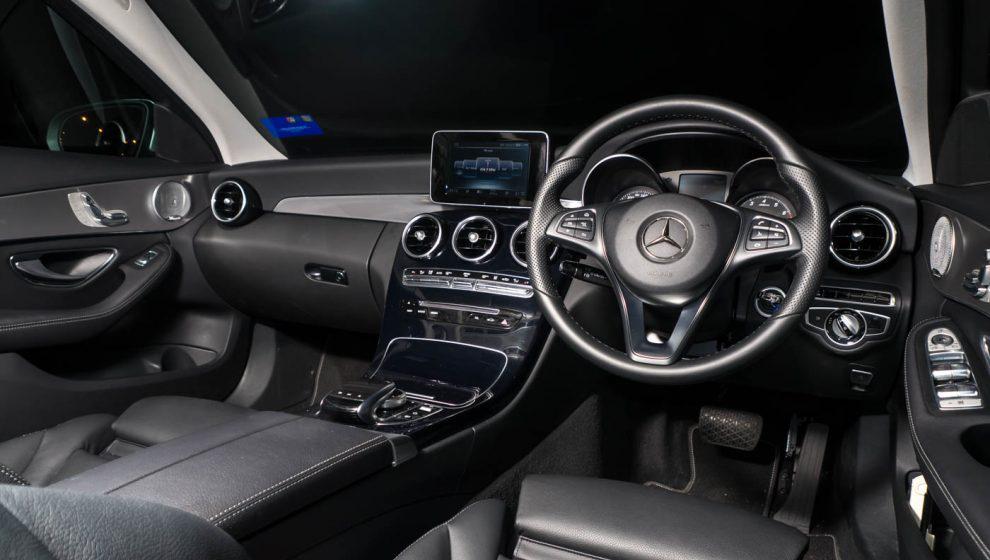 2017-Mercedes-Benz-C350e-Review-48-990x643.jpg