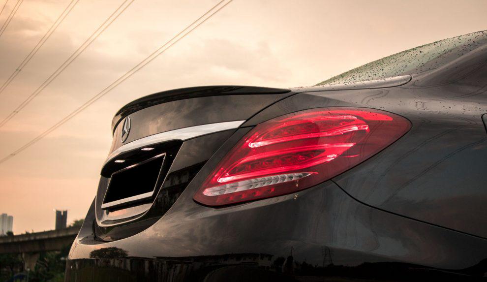 2018-Mercedes-Benz-C200-AMG-32-990x660.jpg
