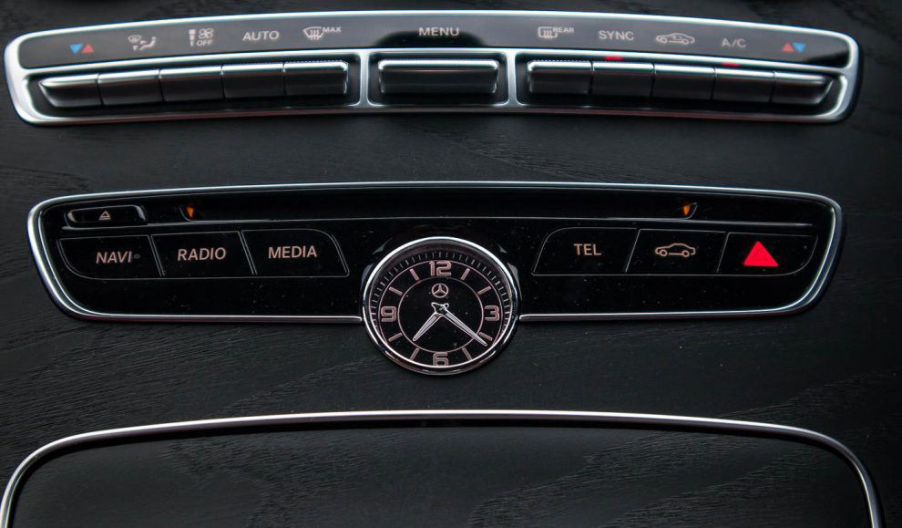 2018-Mercedes-Benz-C200-AMG-41-990x660.jpg