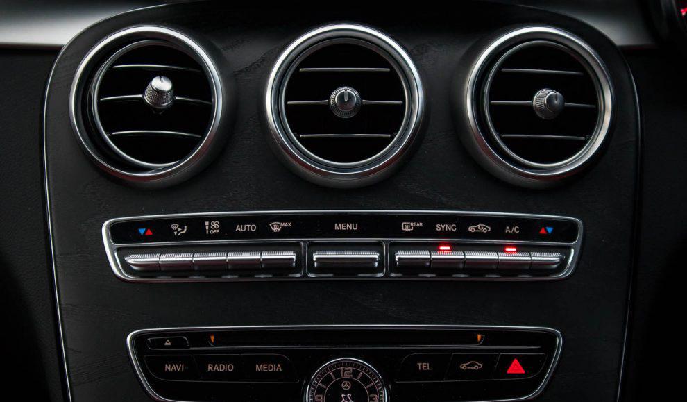 2018-Mercedes-Benz-C200-AMG-39-990x660.jpg