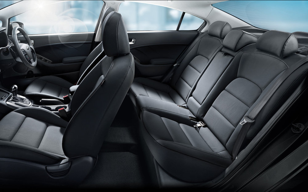 kia-cerato-sedan-interior-pc.jpg