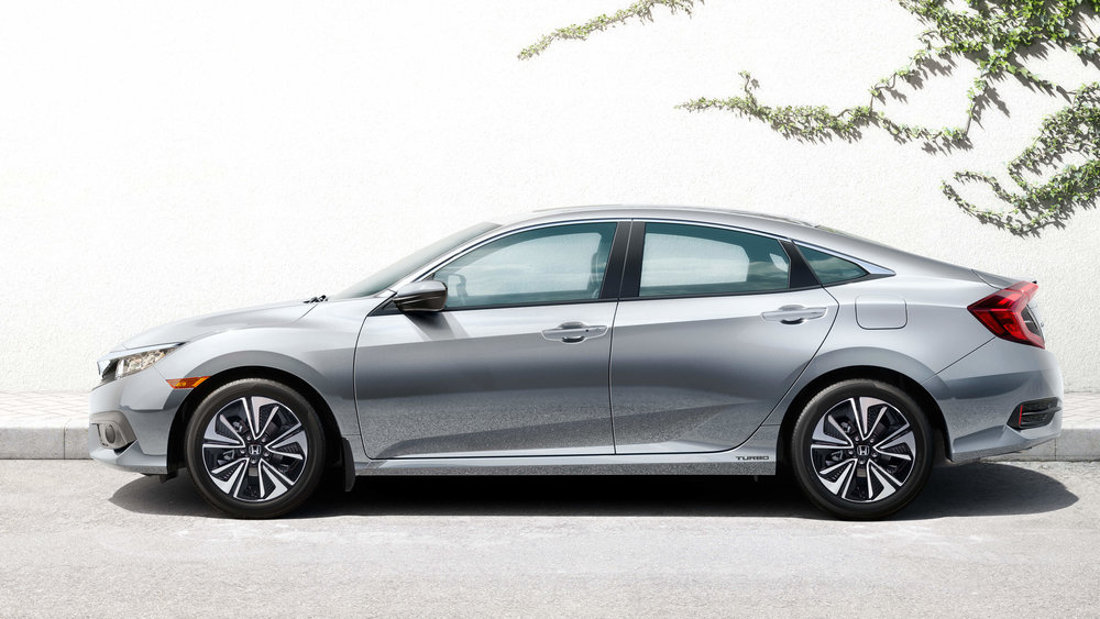 my18_civic4D_exterior_gallery-07.jpg