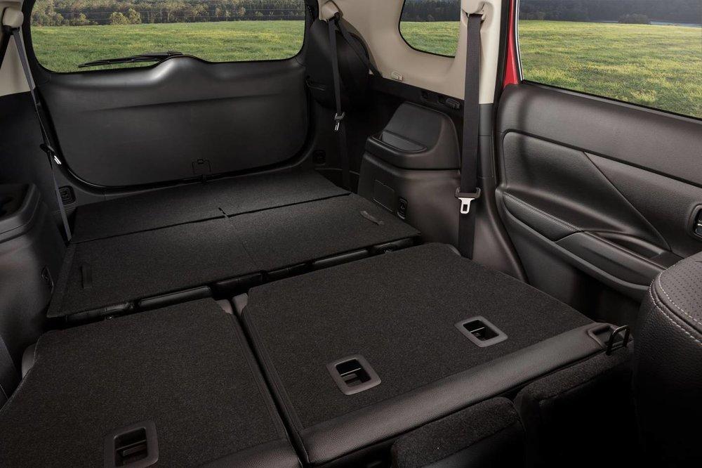 2018-Mitsubishi-Outlander-seats-folded.jpg