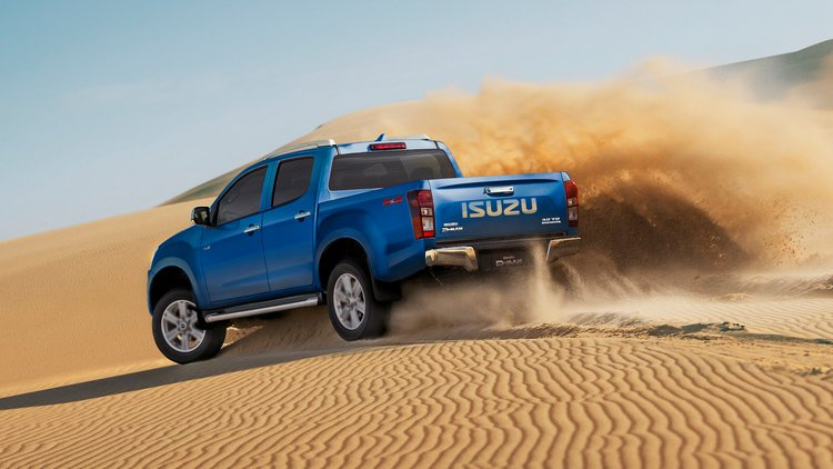 18MY-D-MAX-The-Dune-Surfer-Part-2-4x4-D-MAX-LS-T-Cobalt-Blue-1.jpg