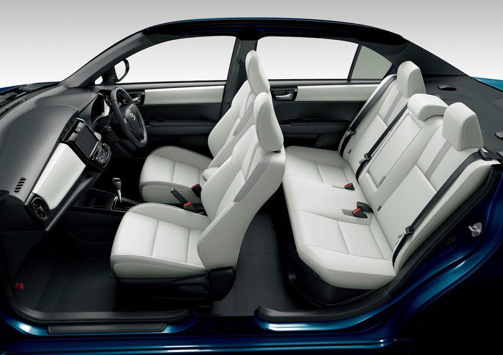 2018-Toyota-Corolla-Axio-WxB-cabin.jpg