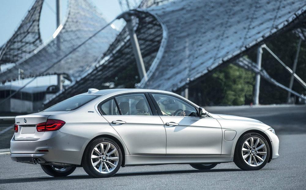 BMW-330e-review-3.jpg