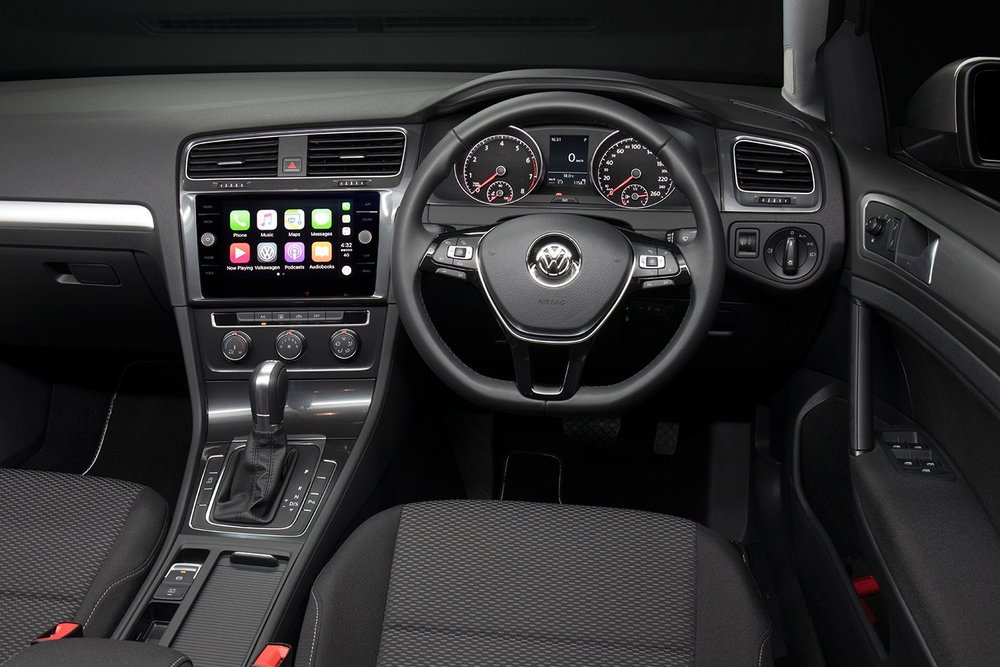 Volkswagen-Golf-interior.jpg