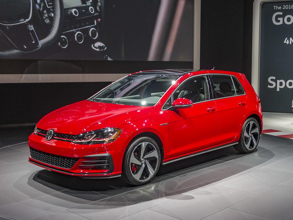 01-2018-Volkswagen-Golf-GTI-NYIAS-KBB.jpg
