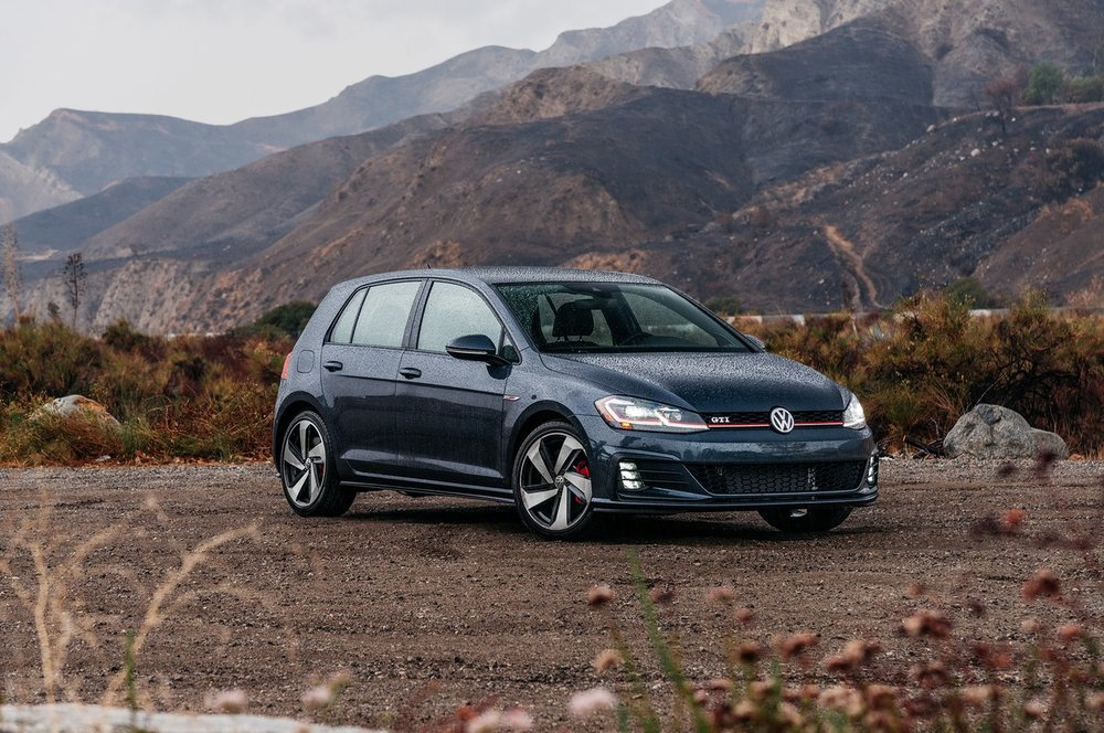 2018-Volkswagen-Golf-GTI-front-three-quarter-01.jpg