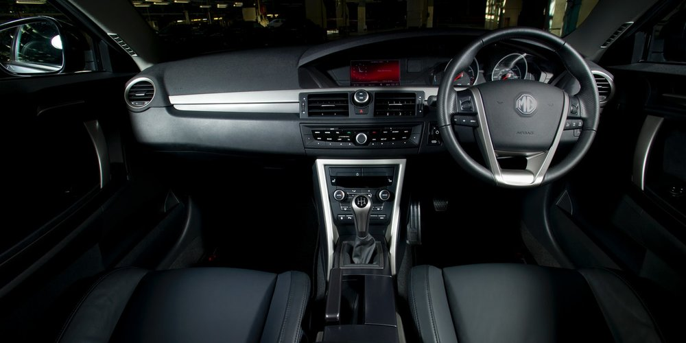 MG6_TSE_interior_front.jpg