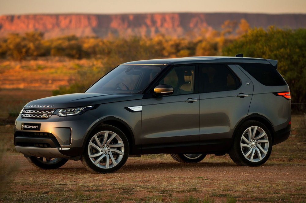 2018-land-rover-discovery-td6-front-quarter-01.jpg
