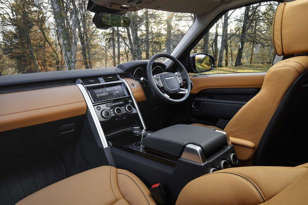 2018-Land-Rover-Discovery-SE-Interior-Photos.jpg