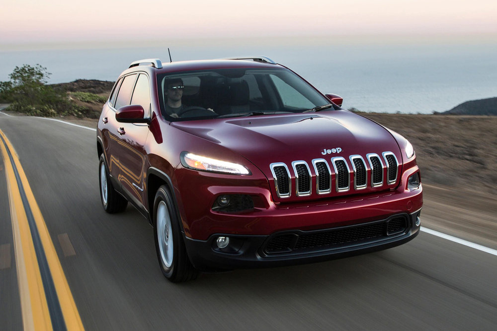 2017-Jeep-Cherokee-Latitude-front-three-quarter-in-motion.jpg