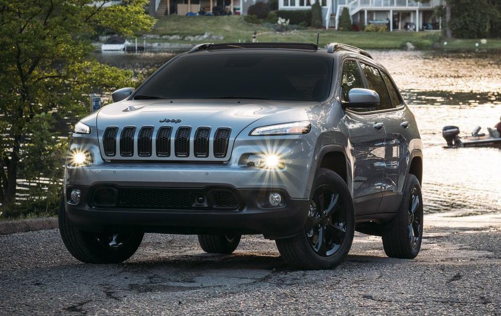 2018-Jeep-Cherokee-Gallery-Exterior-Altitude-Silver-Water-Front.jpg.image.1440.jpg