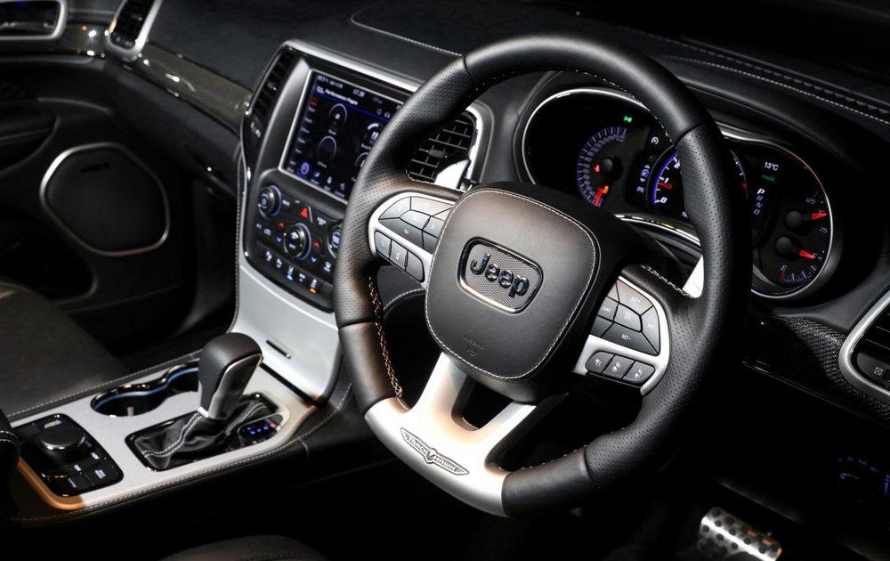 2018-Jeep-Grand-Cherokee-Trackhawk-steering-wheel-1280x853.jpg