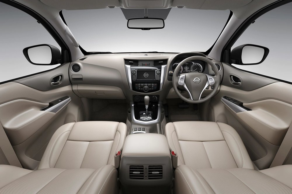 Nissan-NP300-Navara-12th-gen-interior-tan.jpg