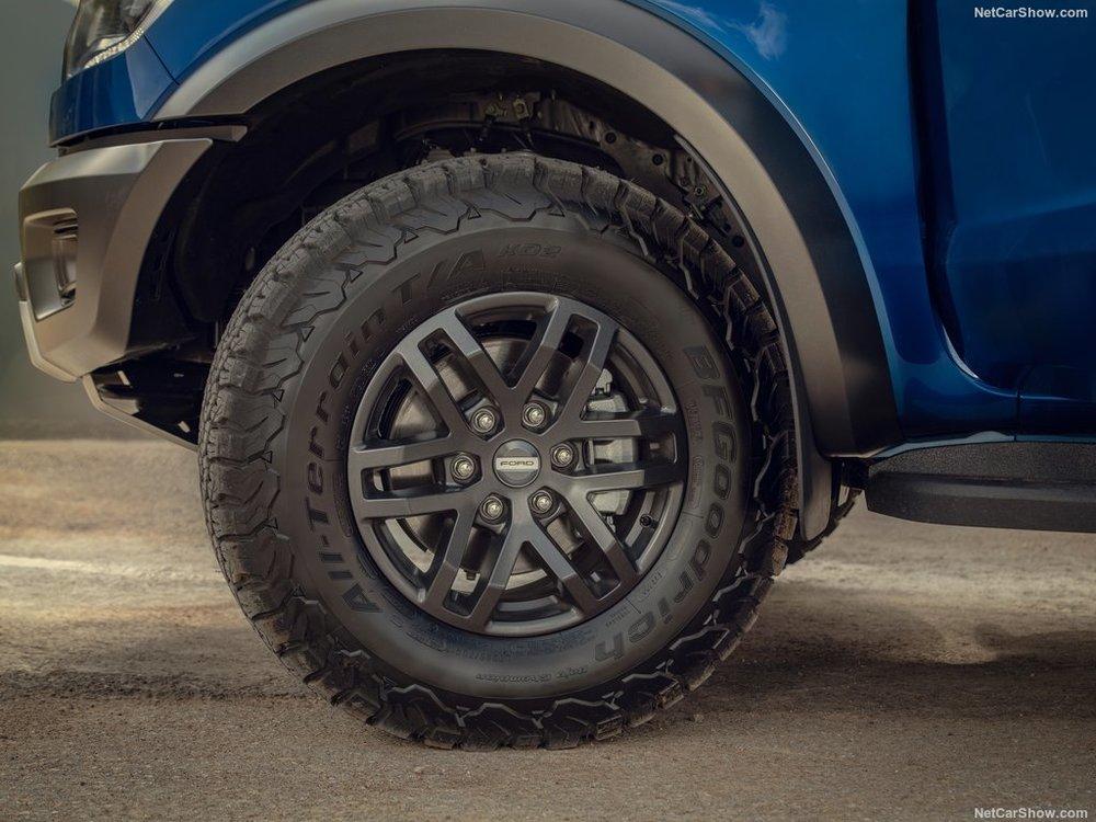 33-inch BFGoodrich All-Terrain tyres