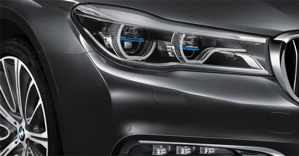 BMW Laserlight illuminates a range of up to 600 metres − nearly twice as far as that of conventional headlights.