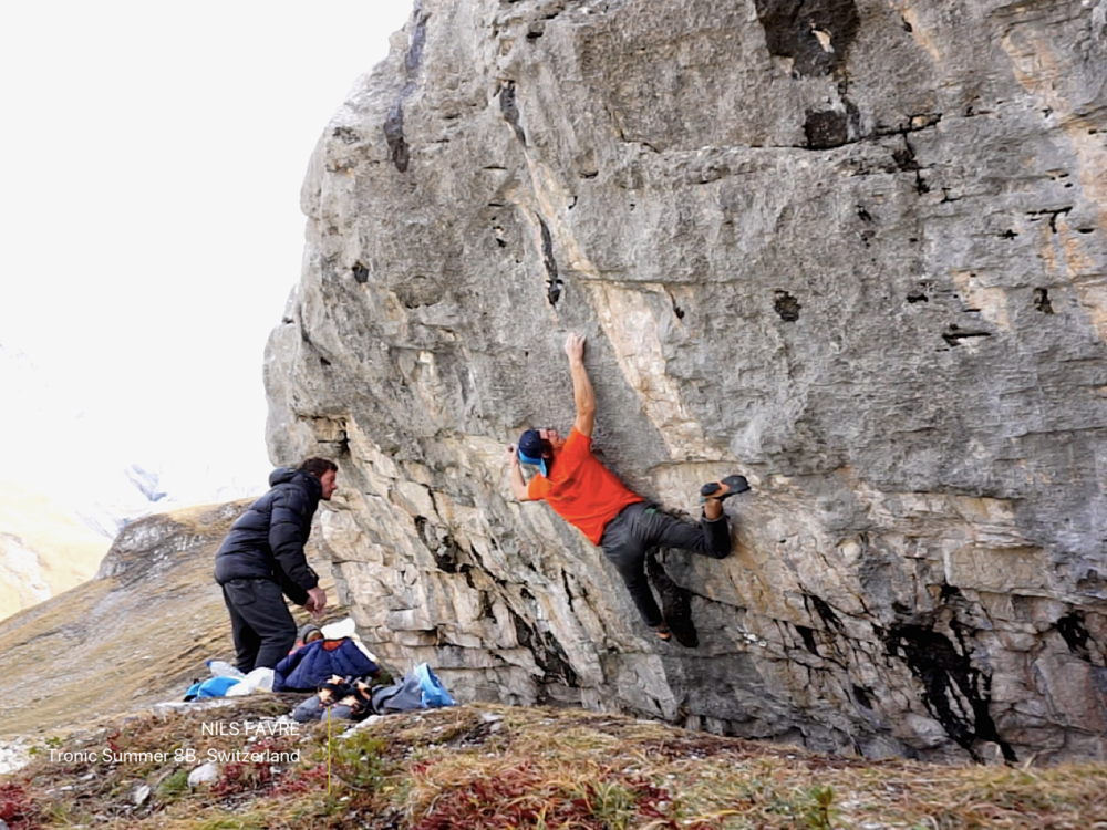 Nils Favre working on the technical moves of Tronic Summer (8B).