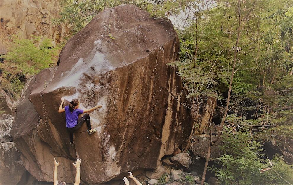 Bertone climbing Psychopad 8B (La Réunion / Ravine des Colimaçons) .