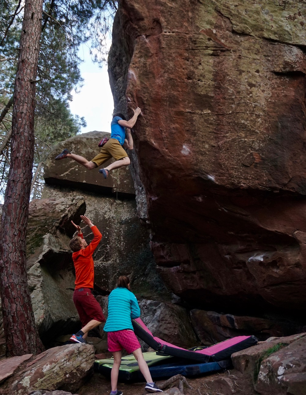Nils Favre on not so frequently repeated highball  Zartako  (8A+) in Arrastradero. Photo by Hanna Vartia.