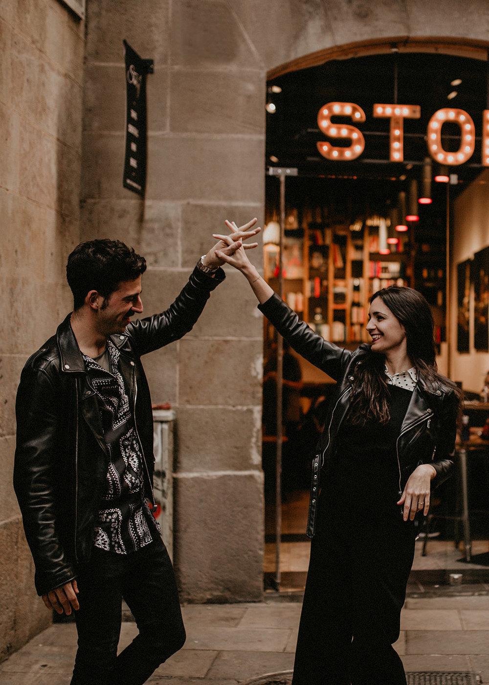 enamorados en barcelona.jpg
