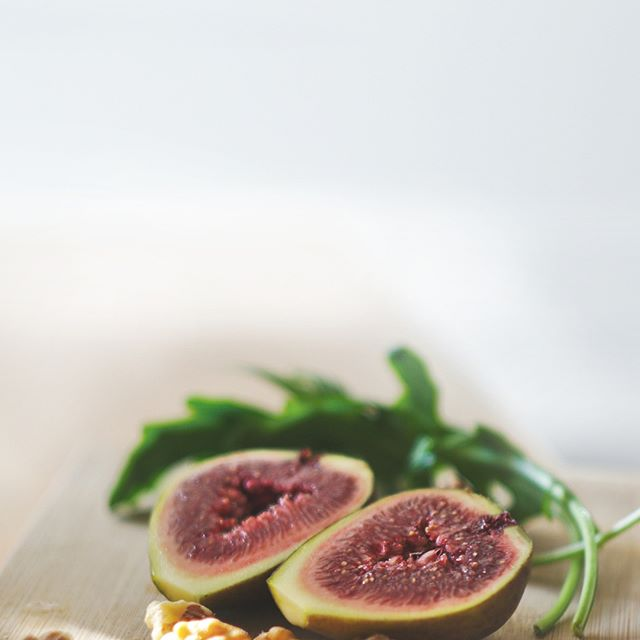 Did you know that figs are known as the fruit of peace and prosperity? They're extremely high in fiber and are one small fruit packed with powerful antioxidants! . . . #pickandeat #bepickyaf #eatwell #begood #fitlife #colorfulplates #newyork #NYC #healthysnack #healthylifestyle #healthyfood #healthy #fresh #organic #smoothie #figs #fitlife #healthysnack #forkyeah #manhattan #nutrition #wahi #uptownnyc #vegetarian #foodie #nutrition #nomnom #foodforlife #cleaneating #organic