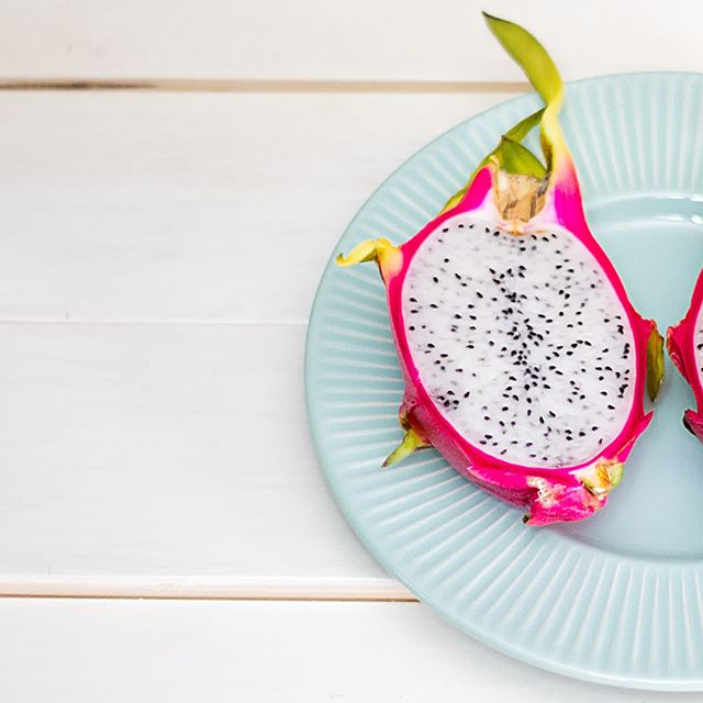 This dragonfruit has us dreaming of a tropical vacation. 💭 Get your daily dose of sun in one of our flavorful, nutrient-packed smoothies! ☀ . . . #pickandeat #bepickyaf #eatwell #begood #fitlife #colorfulplates #newyork #NYC #healthysnack #healthylifestyle #healthy #fresh #organic #smoothie #forkyeah #manhattan #wahi #uptownnyc #vegetarian #foodie #nutrition #nomnom #vegan #foodforlife #fruit #dragonfruit #cleaneating
