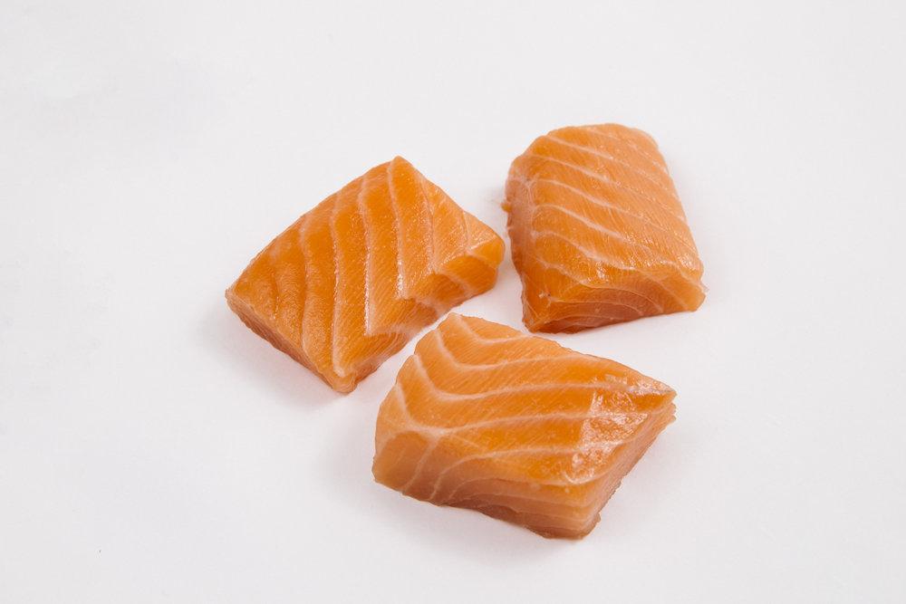 Salmon cubes   25 - 45g, 15 - 25g, bulk pack/glazed