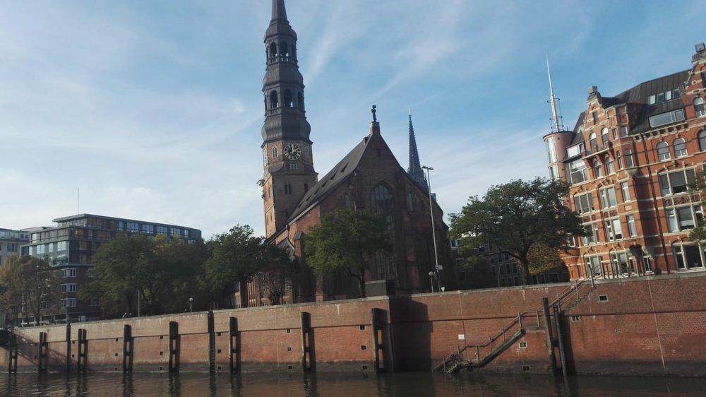 …und entdeckten Sehenswürdigkeiten der Hansestadt auch vom Wasser aus.