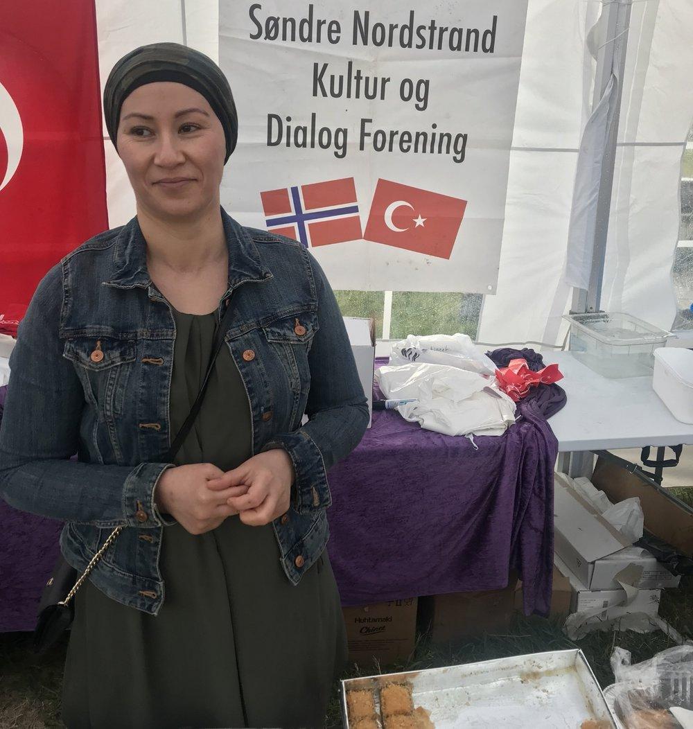 Hediye Øzil trives på Vær Stolt-festivalen!