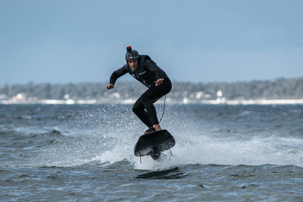Awake electric surfboard RÄVIK takes flight
