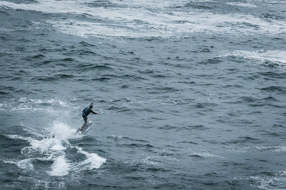 RÄVIK rushing waves